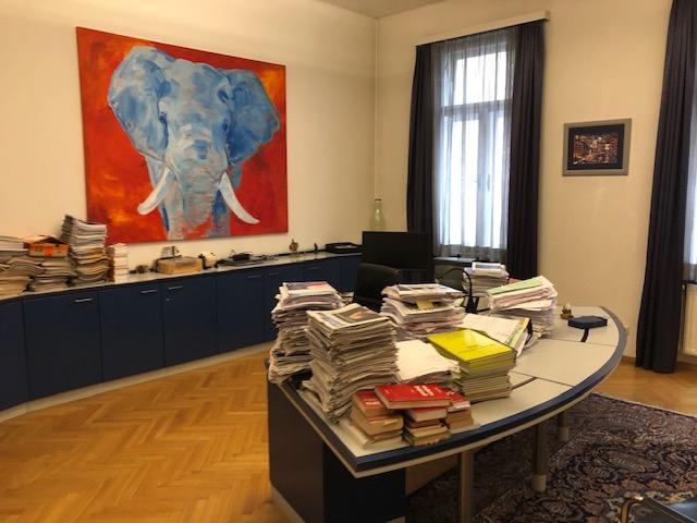 Kanzlei Bürotisch mit Unterlagen - Rechtsanwalt Dr. Andreas Öhler in 1070 Wien